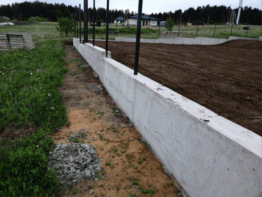 Фундамент под забор — виды фундаментов, инструкция, как соорудить своими руками, необходимые материалы и инструменты