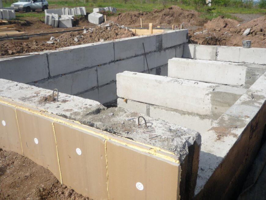 Утепление фундаментов: типы покрытия, особенности установки теплоизоляции своими руками + пошаговый мастер-класс